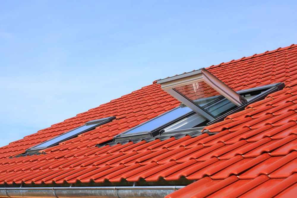 Więcej światła na poddaszu, czyli kilka faktów o oknach dachowych
